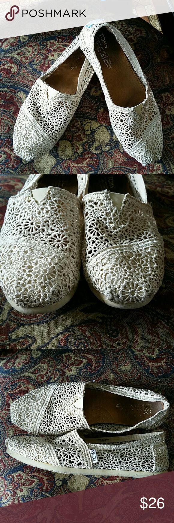 🌻Tom's crochet flat's🌻 These are a reposh. Size 8.5, cream colored. Preloved  condition but I had to clean them up and they're ready to wear now. Please inspect all pics and ask questions before purchase. Price is pretty firm, I need to make some back for what I paid, as I was not able to wear these at all. TOMS Shoes Flats & Loafers