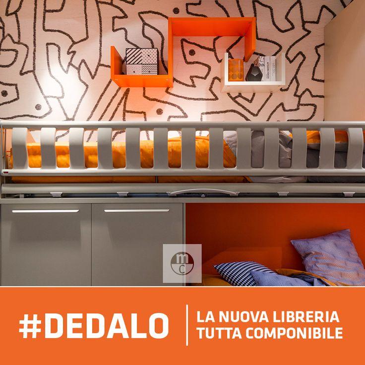 Nella #parete sopra il #soppalco, al posto della classica mensola, una piccola composizione Dedalo, la #libreria #creativa e #componibile