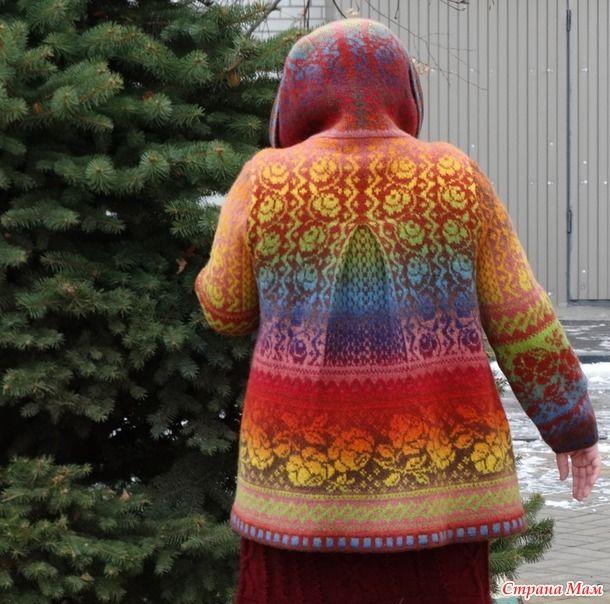 Это я! Теперь у меня есть пальто - легкое, теплое, красивое и любимое!!! И я такая вся... Донна Роза!!! Пальто связано из пряжи Кауни, двух цветов - радуга и пинк браун, спицами 3 и 2 мм.