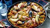 Paella med musslor och räkor | Recept