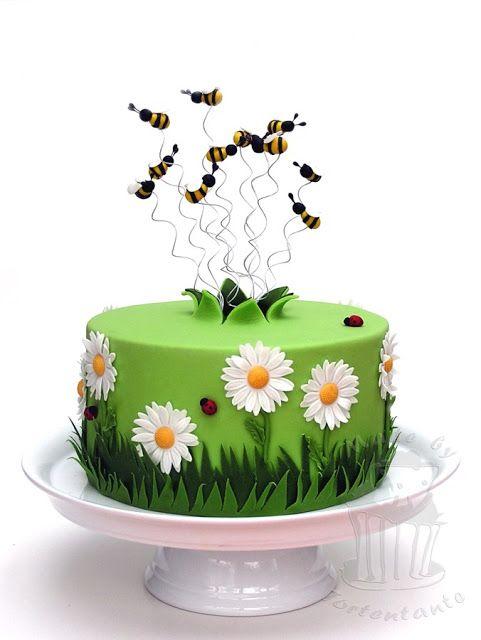 Gerber daisy cake with bees - Margariten Torte mit Bienen aus Modellierfondant