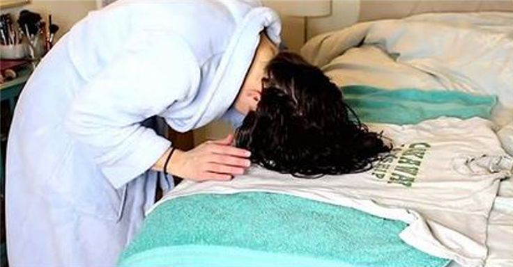 She Wraps Her Wet Hair In A T-Shirt. When She Finally Takes It Out, The Result Is Incredible.