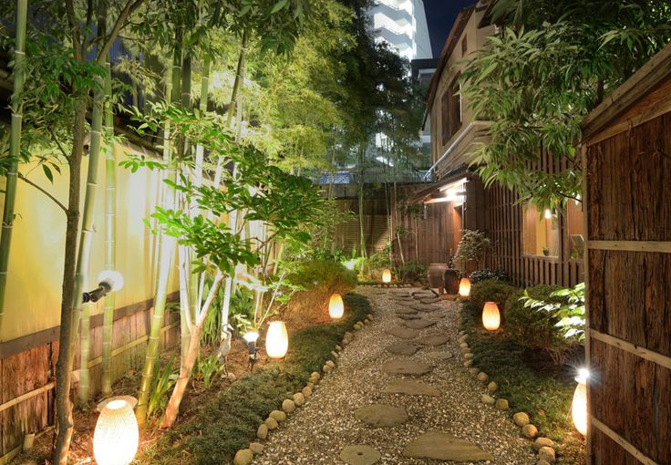 Modernize Your Garden With Bamboo - Bamboo is not the garden evil that urban legend portrays…as long as you tend to it's needs. It can turn a ho hum yard into a stunning garden in a short time, with these few bamboo growing tips and tricks