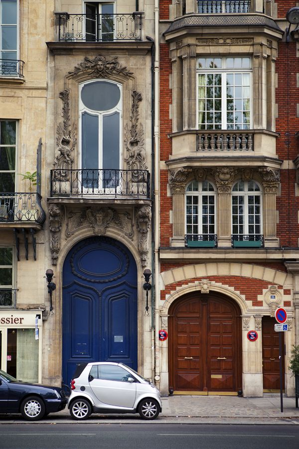 Parking a smart car in Paris... And some frou-frou architectural embellishment, of course.