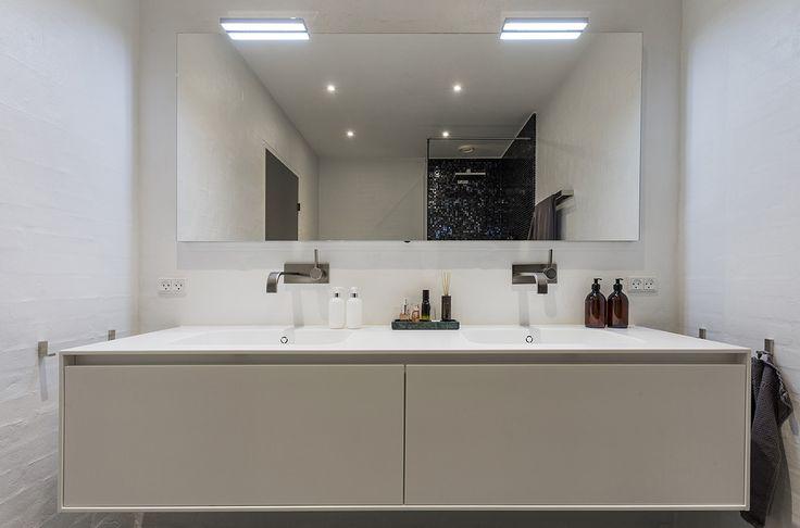 Form 6 luxury handcrafted bathroom by Multiform.