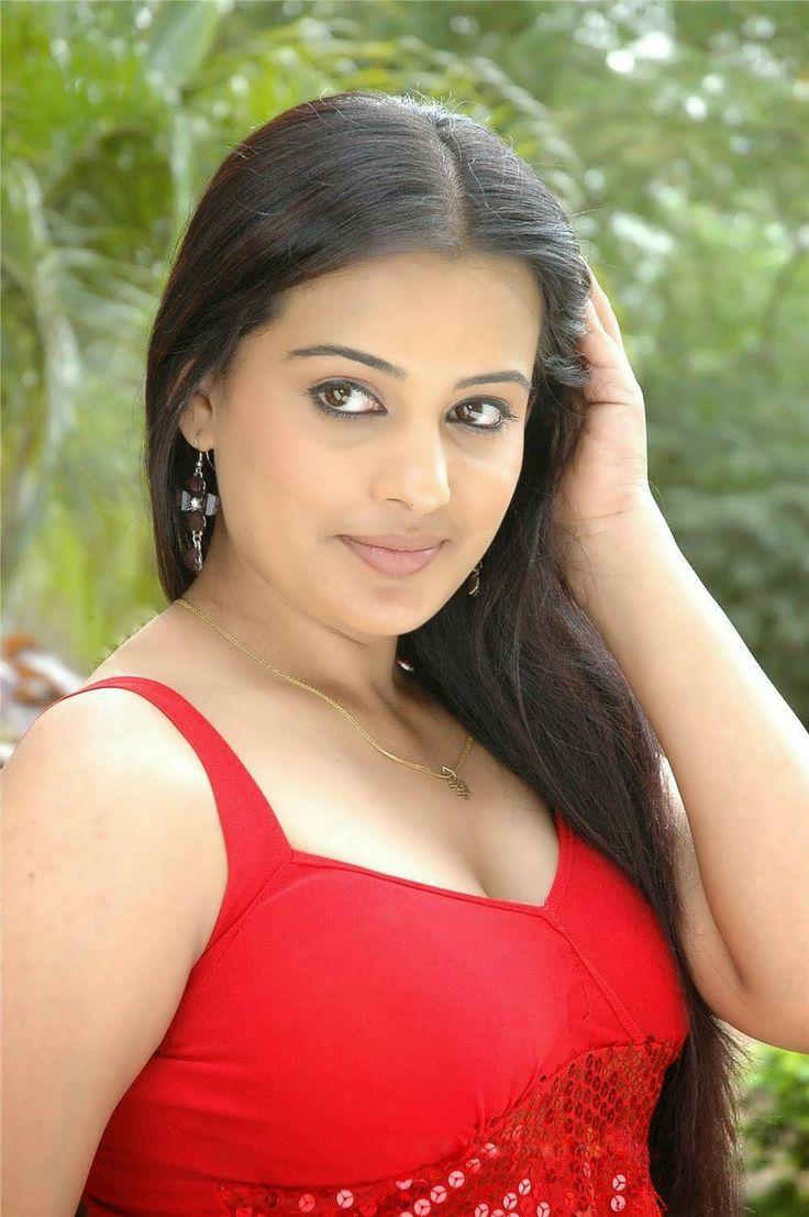 Tamil Actress Roopa Kaur Top 50 Photos