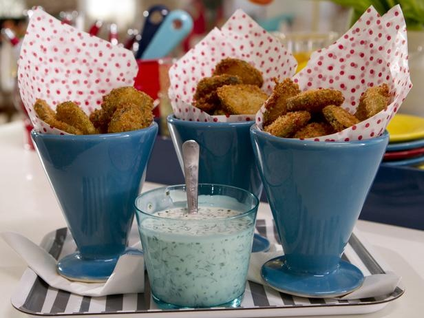 Fried pickles with buttermilk ranch dipping sauce