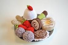 """Crochet cakes, a tip from my mum - from the """"Virka liten kaka"""" blog"""