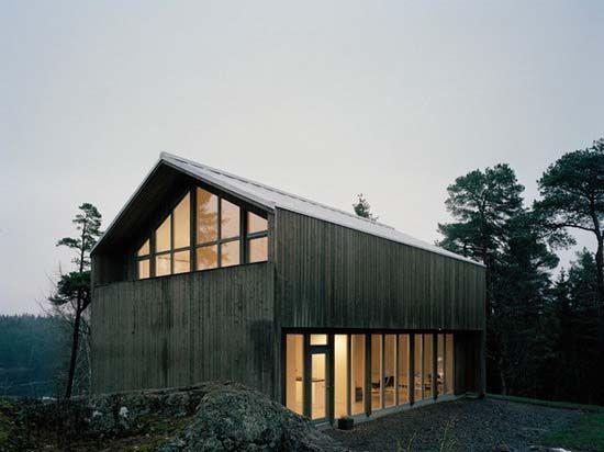 Plus House-Traditional Swedish Barn House Design