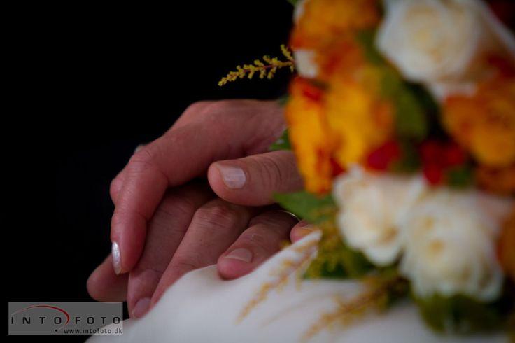 Hånd i hånd  #Intofoto #Bryllupsfotograf #Bryllupsfoto #Bryllupsfotografering #Hillerød #Nordsjælland