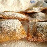 Ravioli di carnevale dolci alla zucca con Brandy 1/2kg di zucca 150 gr di zucchero 1 cucchiaio di canditi 2 chiodi di garofano cannella biscotti sbriciolati