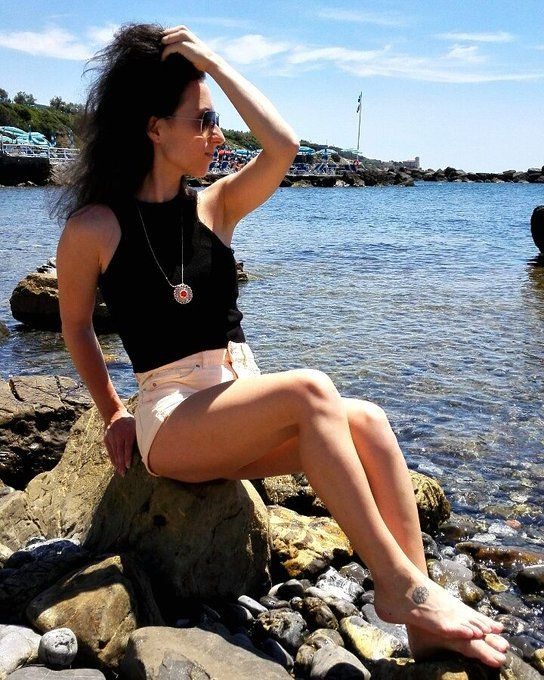 CropTop, Shorts & ZABETT #outfit for every occasion #beach #party #work by changeing your shoes, hairstyle & make-up #zabettflowers #zabett made in #florence #italy foto #Livorno