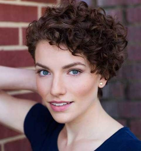 22 Curly Short Hairstyles You Will Absolutely Love Absolutely Curly Hairstyles Love Short Curly Hair Styles Kisa Sac Sac Kesimleri