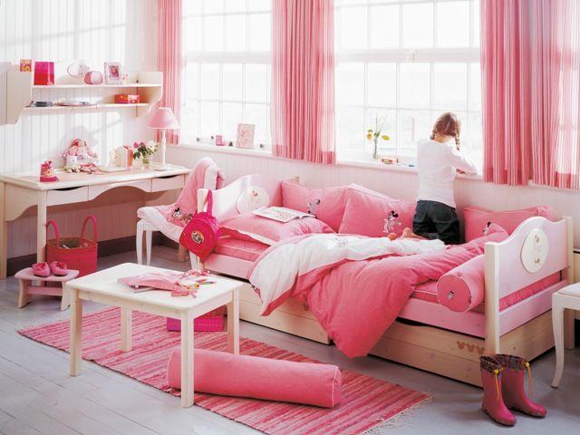Foto de habitación de niña adolescente con motivos rosa
