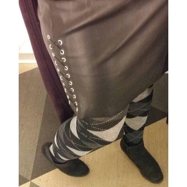 MINÄ&TYYLI. MUOTI Syksy 2016. UUSI Nätti Keinonahka hame, kivat sukkahousut. Tykkään Hameista. Sinä? #muoti #tyyli #syksy #hame #keinonahka #sukkahousut #blog 👍💓😉☺