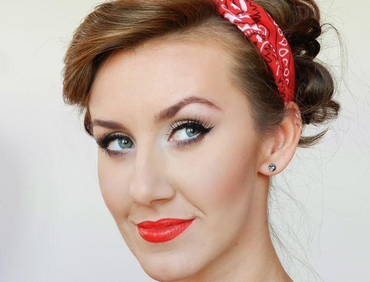 makijaż pin up girl makijaż kreska eyelinerem jak zrobić kreskę eyelinerem kocie oko pin up klasyczny makijaż elegancki (3).JPG (800×611)