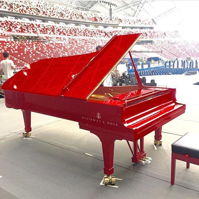 A red concert grand Steinway piano awaits Lang Lang's ...