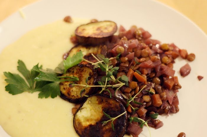 Linseragu med rotmos og stekte auberginer.  Oppskrift: (trykk på bildet) http://ekstremtbra.blogspot.no/2011/02/linseragu-med-rotmos.html