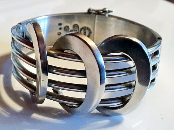 77gr vintage Sigi Pineda TAXCO MEXICO sterling silver cuff bracelet by Emmalishop  #taxco #mexico #silver #cuffbracelet #sterling #nativeamerican #jewelry #mexican #jewelleryt #etsy #vintage #bracelets #heavy #mexican #jewellers #artisans #madeinmexico