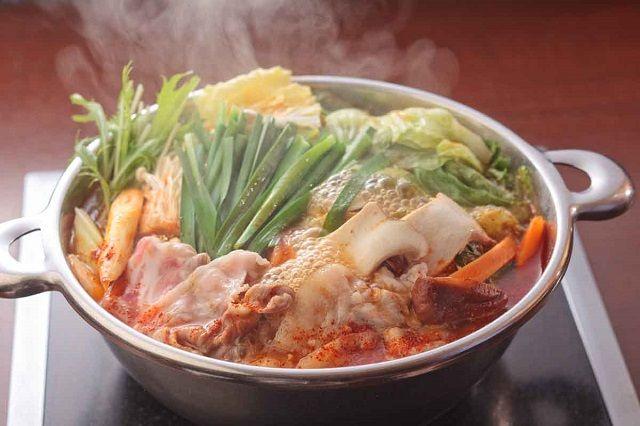 お鍋中でも特に人気の高いキムチ鍋ですが、そんな人気のキムチ鍋を芸能界でも料理上手で有名なタモリさんと、オリジナルレシピを数々生み出されている、料理研究家ケンタロウさんがレシピを公開しているんです。