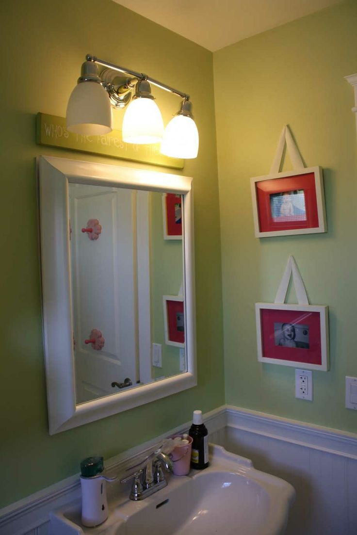 Excellent 10 Cute Kids Bathroom Decorating Ideas : Excellent 10 Cute Kids  Bathroom Decorating Ideas With Green And White Wall Color Calm Lighting  Shades ... Part 56