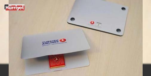 THY'den ABD'ye ve İngiltere'ye uçan yolculara sürpriz: Türk Hava Yolları'ndan (THY), Amerika Birleşik Devletleri ve Birleşik Krallık yolcularına laptop şeklinde çikolata sürprizi geldi. THY, Amerika Birleşik Devletleri ve İngiltere uçaklarındaki tüm yolcularına laptop şeklinde çikolata dağıttı.