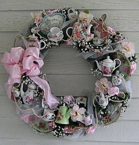 This would be pretty with broken pieces of china and/or cheap china pieces found in dollar stores.