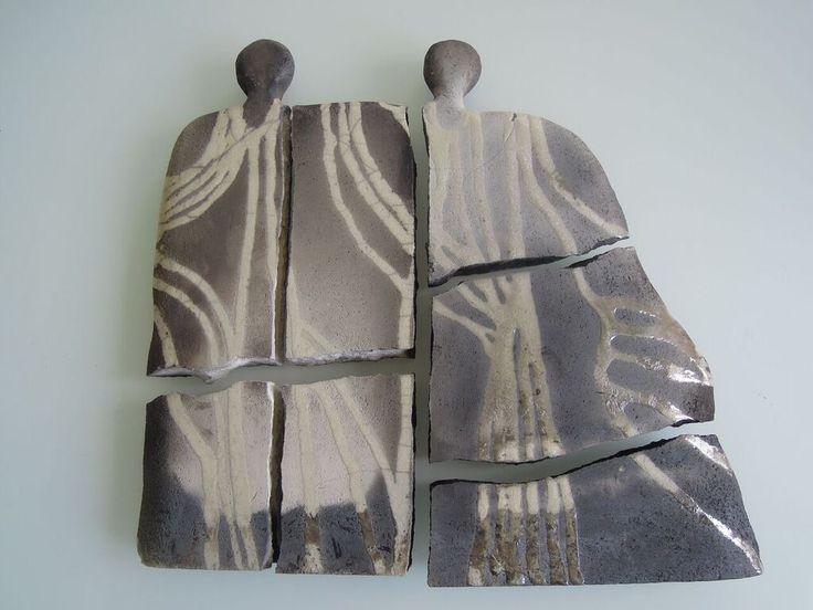 beeld raku gestookt in raku klei met witte raku verf (kapot gebakken)