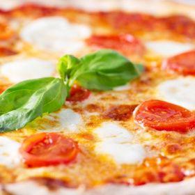 #Online #delivery #pizza in #Toronto 911resto.ca/