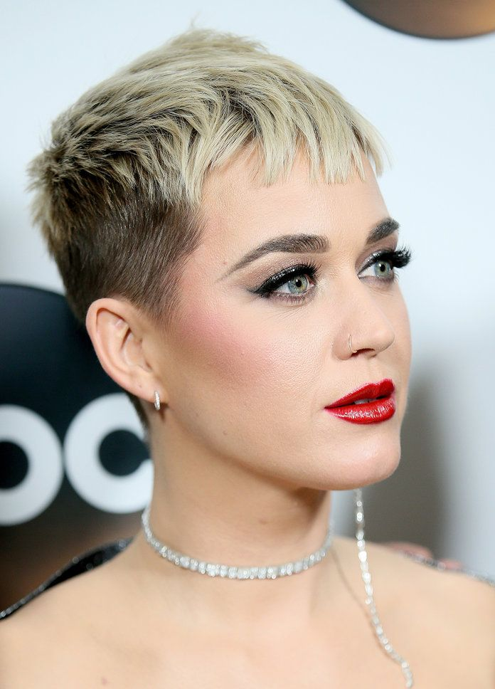 Daily Beauty Buzz Katy Perry S Bold Eyeliner And Lip In 2019 Why