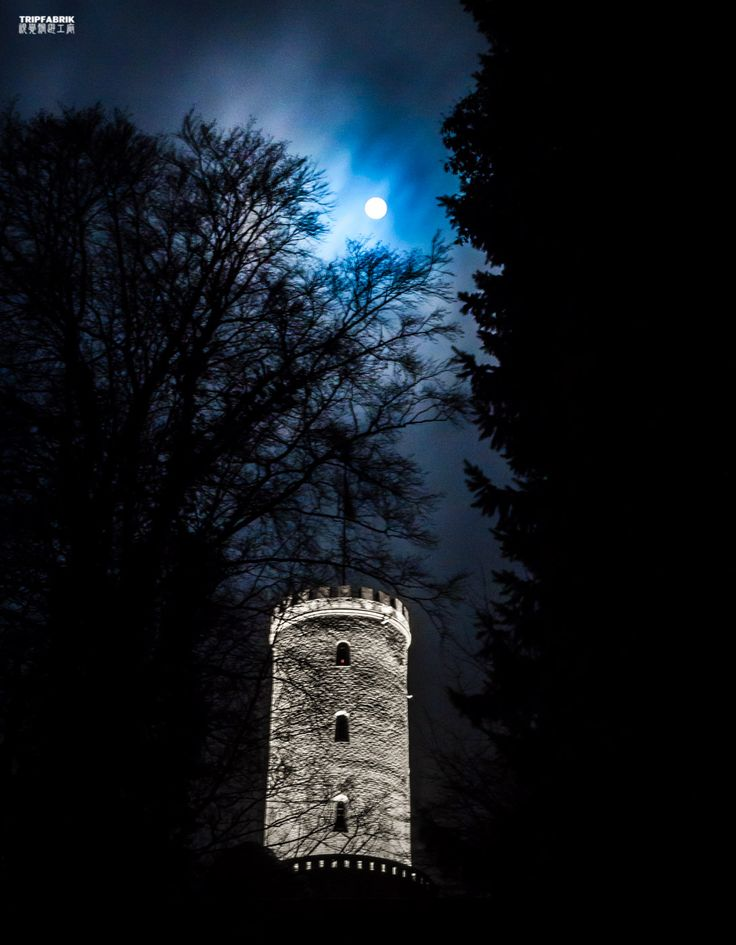 Sparrenburg Castle | Fullmoon in Bielefeld Ostwestfalen NRW Deutschland   Photography about the city of Bielefeld, at the Teutoburger Forest in Ostwestfalen, Germany.   Fotografie | Stadt Bielefeld | Ostwestfalen | Deutschland | Sparrenburg | Burg | Castle | Sightseeing | Fullmoon | Moon | Night | Dark http://tripfabrik.de/bielefeld http://tripfabrik.de/flug-bielefeld  #bielefeld #deutschland #germany #ostwestfalen #teuto #tripfabrik  #fotos  #sparrenburg #fullmoon #moon #castle #sightseeing…