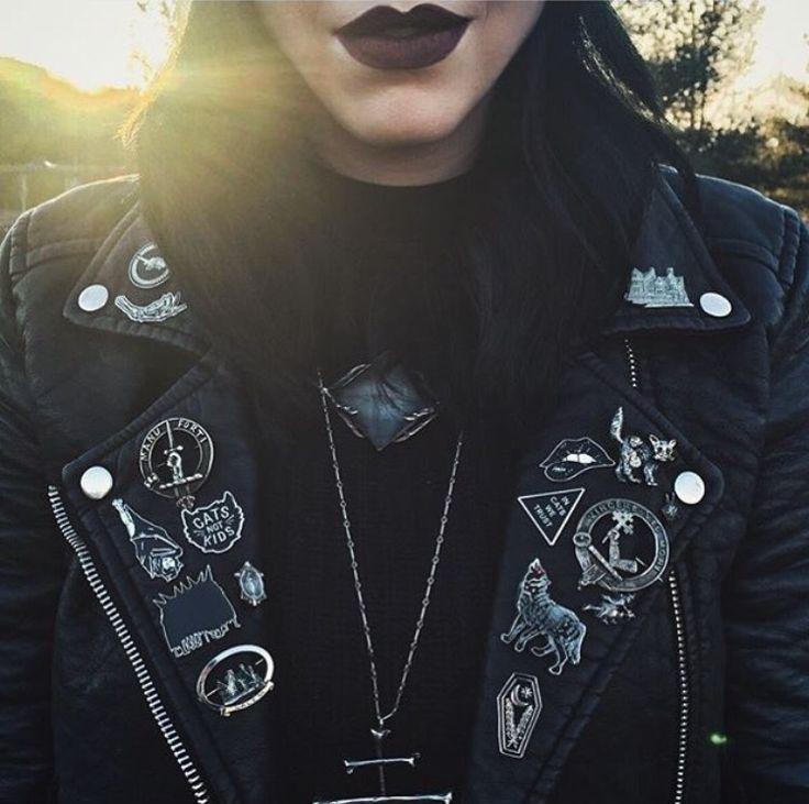 I need that vampire bat pin! Damn