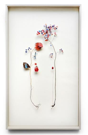 お花をモチーフにしたアートはたくさんあるけれども、こんなに繊細で優美な作品はほかにはないかもしれませんっ!! …