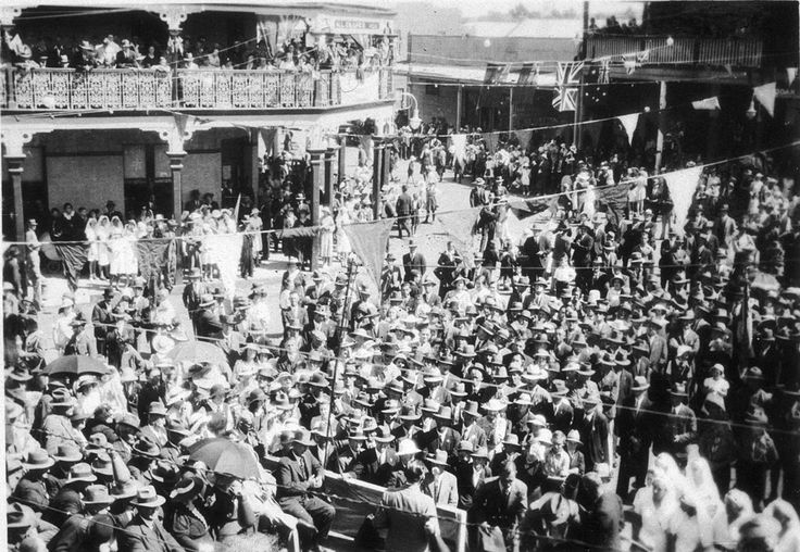 Sesquicentenary parade, Parkes, NSW.  At Work and Play - 04882.  Manuscripts, oral history & pictures - State Library of New South Wales