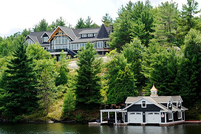 A Muskokacottage... I'd be happy with just the boat house!
