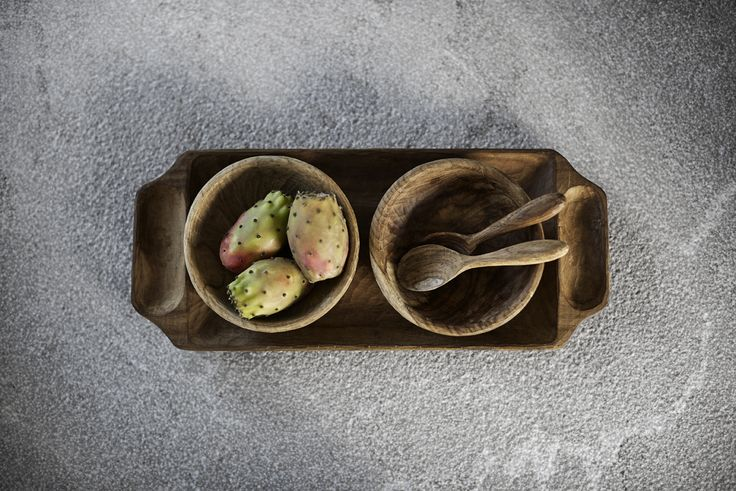 Use the hand carved serving set for serving olives or other appetizers. The set consists of two spoons, two bowls and a tray.