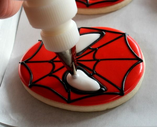 How to frost Spiderman cookies