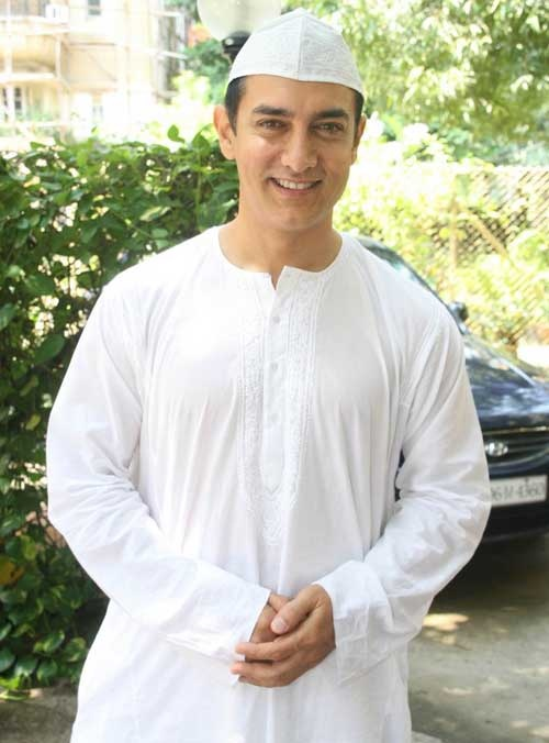 Aamir Khan.what should I say? This guy is a professional and knows his job. Great acting n hosting..