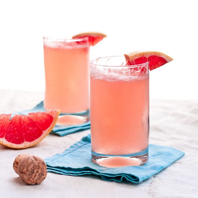 Grapefruit Mimosa 1 750ml bottle of Prosecco, chilled 3-3.5 cups of fresh grapefruit juice (~4 very large), chilled Sweetener or simple syrup (optional)
