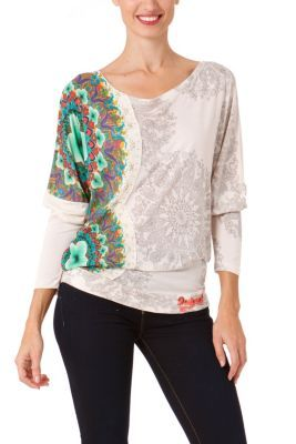 Desigual women's Yannira T-shirt, this is the long-sleeved version of the Yanira T-shirt that is proving to be a real hit this season.