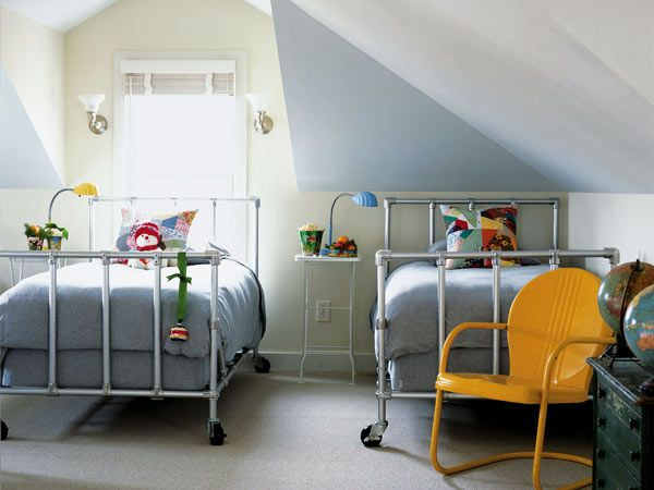 Beds on wheels allow nearly infinite rearranging in this small guest room. (Photo: Photo: Dana Gallagher)