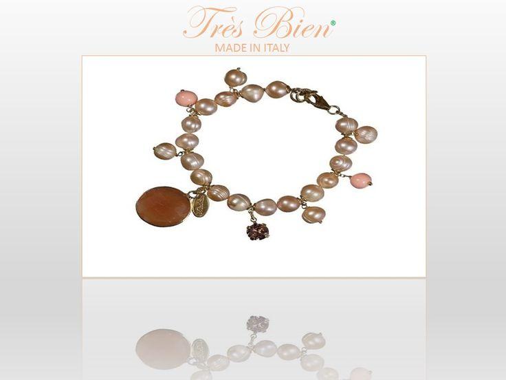 Très Bien loves moms. #fashion #bijoux #bracciale