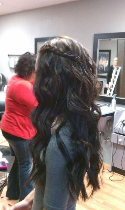 @Michelle Flynn Flynn Flynn Flynn Flynn Flynn Smith Look Chelle, someone wants to try this look.  You should too!   Dark  hair with braid... I really want to try this!