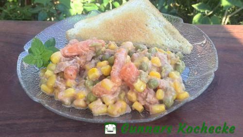 Thunfischsalat mit Erbsen, Möhren und Mais