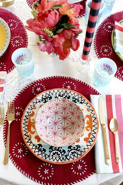 Table styling, pink placemats, party table ideas, eclectic style, colorful table, mixed patterns