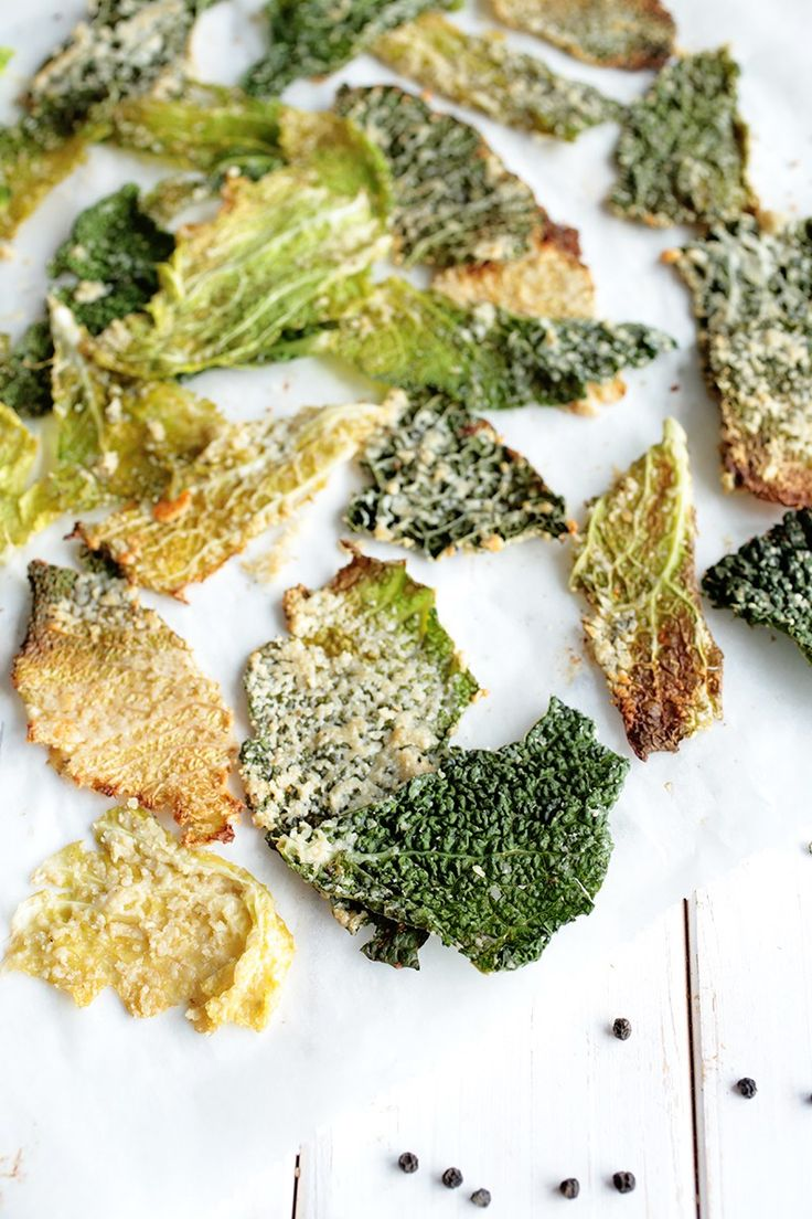 Cheesy Savoy Cabbage Chips #vegan - with cashews. (or non-vegan with Parmesan maybe? a.)
