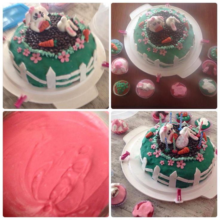 Konijnentaart met cupcakes en rosé cake :) bunnycake with bunny cupcakes and pink cake inside.