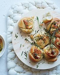 Gotta love some Garlic Knots with Frizzled Herbs. Easy to make too! http://www.foodandwine.com/recipes/garlic-knots-frizzled-herbs?utm_content=buffer4459c&utm_medium=social&utm_source=pinterest.com&utm_campaign=buffer via Food & Wine magazine
