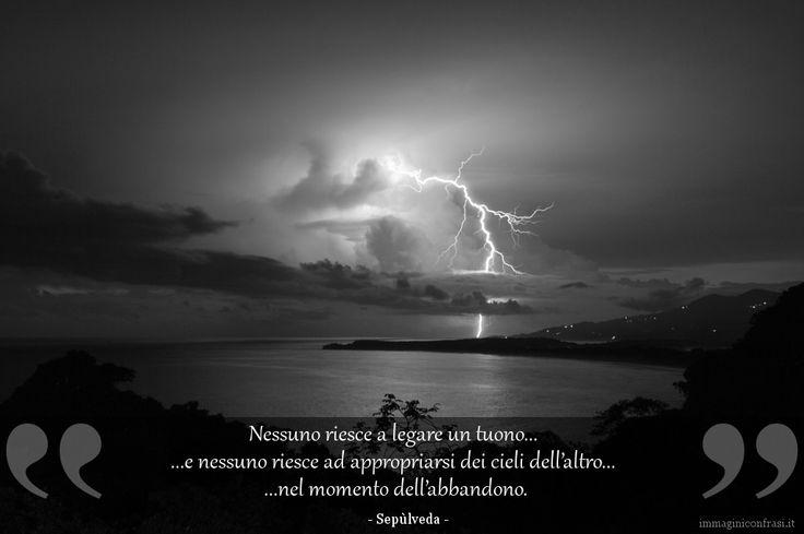 Nessuno riesce a legare un tuono, e nessuno riesce ad appropriarsi dei cieli dell'altro nel momento dell'abbandono.