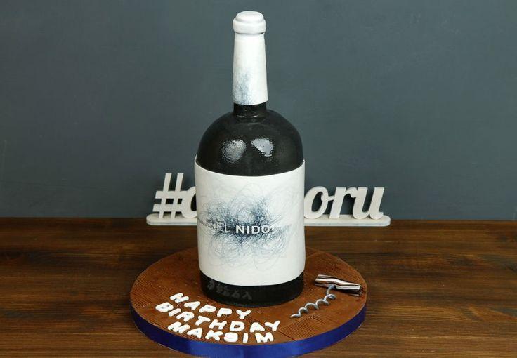 """Торт """"Бутылка вина""""  Сладкое и оригинальное угощение на День Рождения - торт в форме бутылки любимого вина🍷 Такой подарок станет приятным сюрпризом для настоящего ценителя вина. Преподнесите этот шедевр кондитерского мастерства дорогому для Вас человеку, и Ваш подарок не останется незамеченным👍 После такой бутылки вина за руль садится не запрещается😉  Оригинальный торт в виде бутылки вина можно заказать от 3-х кг всего за 2850₽/кг.  Специалисты @abello.ru всегда рады помочь с выбором…"""